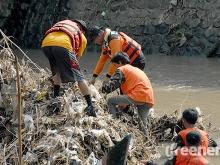 Banser_Pasuruan_Libatkan_Warga_Bersihkan_Sungai_Langganan_Banjir_02