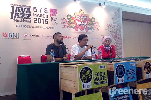 """Project """"Less Waste More Jazz"""" untuk pertama kalinya diadakan dalam penyelenggaraan Java Jazz Festival. Edukasi tentang sampah ini diadakan oleh Java Jazz Festival 2015 dengan Greeners.co dan didukung oleh Yayasan Unilever Indonesia dan Kementerian Lingkungan Hidup dan Kehutanan RI. Foto: greeners.co/Danny Kosasih"""