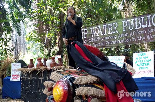 Acil Bimbo berorasi di Hutan Kota Babakan Siliwangi, Bandung, Rabu (22/04). Foto: greeners.co/Danny Kosasih