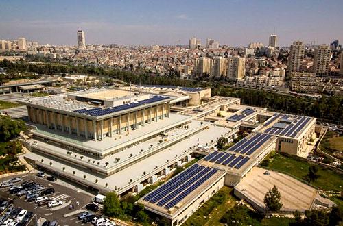 Gedung parlemen Israel, Knesset, menjadi gedung parlemen dengan panel surya terbanyak di dunia. Foto: Knesset/www.inhabitat.com