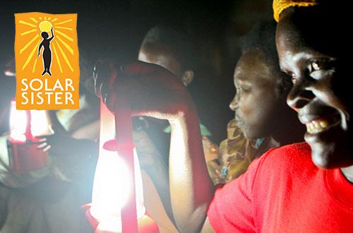 Solar Sister menitikberatkan pada peran perempuan dalam jaringan penjualan yang bertujuan untuk membawa energi yang ramah lingkungan pada  komunitas-komunitas terpencil di Afrika. Foto: www.solarsister.org