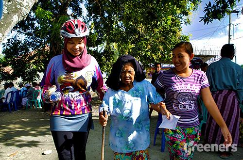 Srikandi Inspirasi Bagi Negeri bersama Bali Focus Foundation dan Dinas Kesehatan Kabupaten Lombok Barat mengadakan bakti sosial bagi warga Sekotong. Foto: dok. Panitia Srikandi 2015
