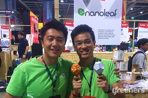 Tim dari Nanoleaf memamerkan lampu hasil inovasi mereka. Foto: greeners.co/Jolene Tan