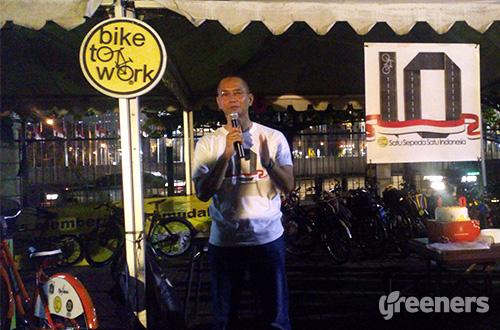 Ketua Umum Bike2Work Indonesia, Toto Sugito. Foto: greeners.co/Danny Kosasih
