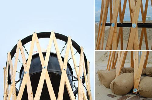 Menara air bertenaga angin ini strukturnya dapat dirakit dengan tangan. Foto: Rick Tegelaar/inhabitat.com
