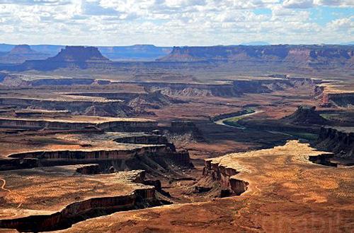 Salah satu pemandangan di Taman Nasional Canyonlands. Foto: Tafline Laylin/inhabitat.com