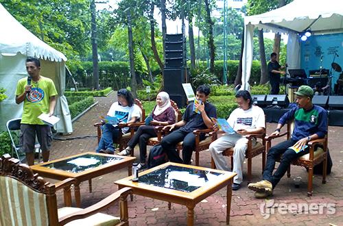 Diskusi dalam acara Climate Art Day yang berlangsung di taman hutan Manggala Wanabhakti, Jakarta, Sabtu (12/12). Foto: greeners.co/Danny Kosasih