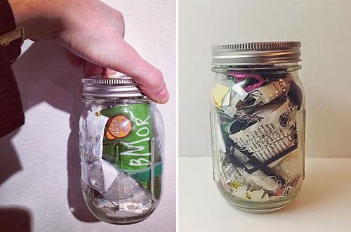Selama dua tahun, Lauren Singer hanya menghasilkan satu stoples kecil sampah setelah menjalani gaya hidup nol sampah. Foto: Foto: Trash is for Tossers/inhabitat.com