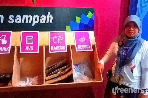 Koordinator tim riset sampah Less Waste More Jazz, Suci Fitriana. Foto: greeners.co/Teuku Wildan