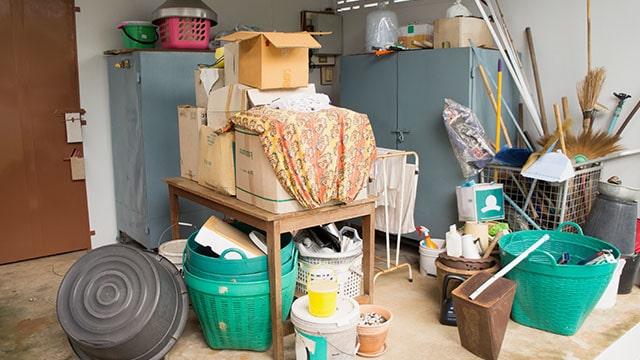 Buang atau singkirkan semua sisa barang bekas apapun