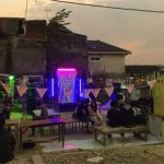 Anak muda dari berbagai kalangan secara kolektif menyiapkan Festival Kampung Kota 2 di Kampung Aliansi Bandung, Kamis (26/9).