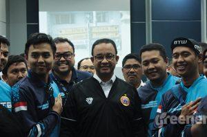 """Gubernur DKI Jakarta, Anies Baswedan saat menghadiri gelaran nonton bareng """"Cars vs Bike"""" di Balai Kota, Rabu, 27 November 2019."""