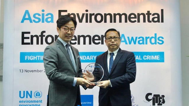 Direktur Jenderal Penegakan Hukum KLHK (Rasio Ridho Sani) Menerima Penghargaan Asia Environmental Enforcement Awards 2019 dari The United Nations Environment Programme (UNEP). Foto: Ditjen Gakkum.
