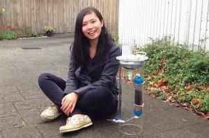 Cynthia Sin Nga Lam dan prototipe H2Pro rakitannya.