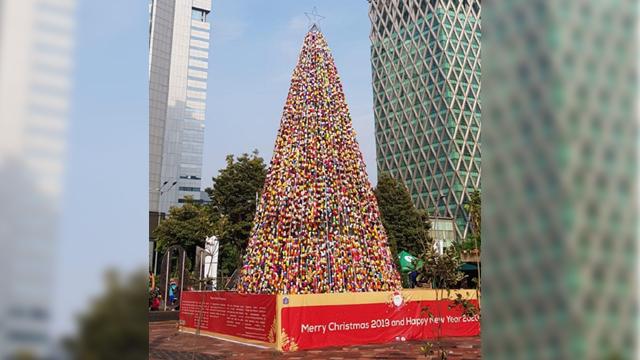 Limbah Plastik untuk Pohon Natal