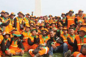 Petugas Kebersihan Dinas Lingkungan Hidup DKI Jakarta