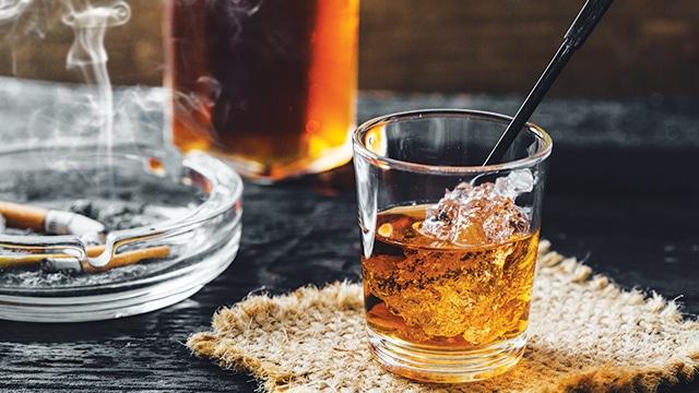 Alkohol dan Rokok.