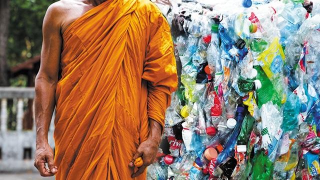 Jubah dari Botol Plastik