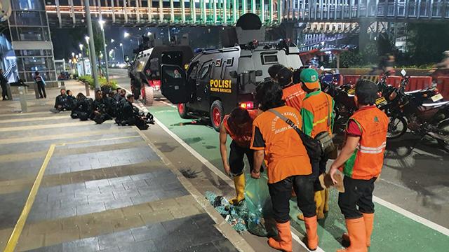 DKI angkut 398 ton sampah sisa unjuk rasa