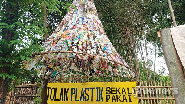 Pameran Sampah Plastik Ecoton